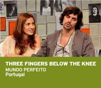 THREE FINGERS BELOW THE MUNDO PERFEITO